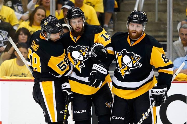 Pittsburgh-penguins-kris-letang-nick-bonino-phil-kessel