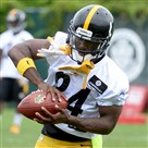 The Steelers' Antonio Brown pulls in a pass during OTAs this spring.