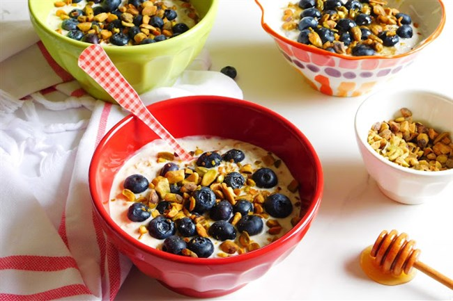 Muesli with Blueberries and Pistachios