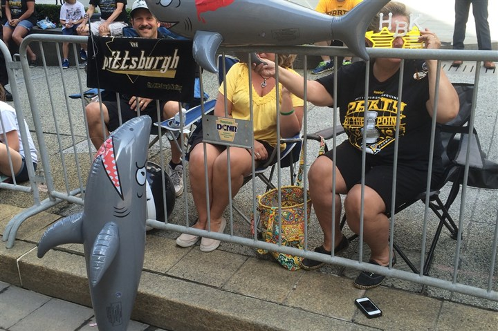 Penguins fans/parade 06152016