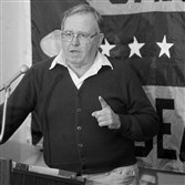 Buddy Ryan, then the Bears defensive coordinator, gestures during a 1985 conference in Chicago. Ryan, who coached two defenses that won Super Bowl titles and whose twin sons Rex and Rob have been successful NFL coaches, died Tuesday. He was 82.
