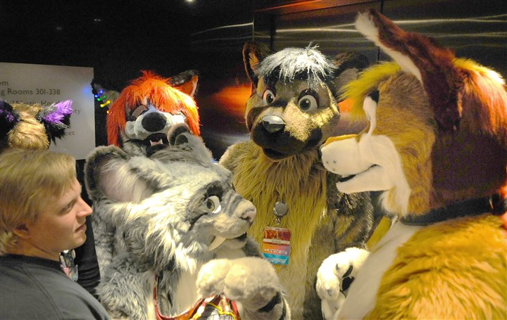 20160630geFURRIESlocal8-6 Furries in an elevator on the way to go check-in to the Anthrocon that begins tomorrow.