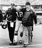 Ralph Berlin, right, helps Terry Bradshaw off the field in 1975.