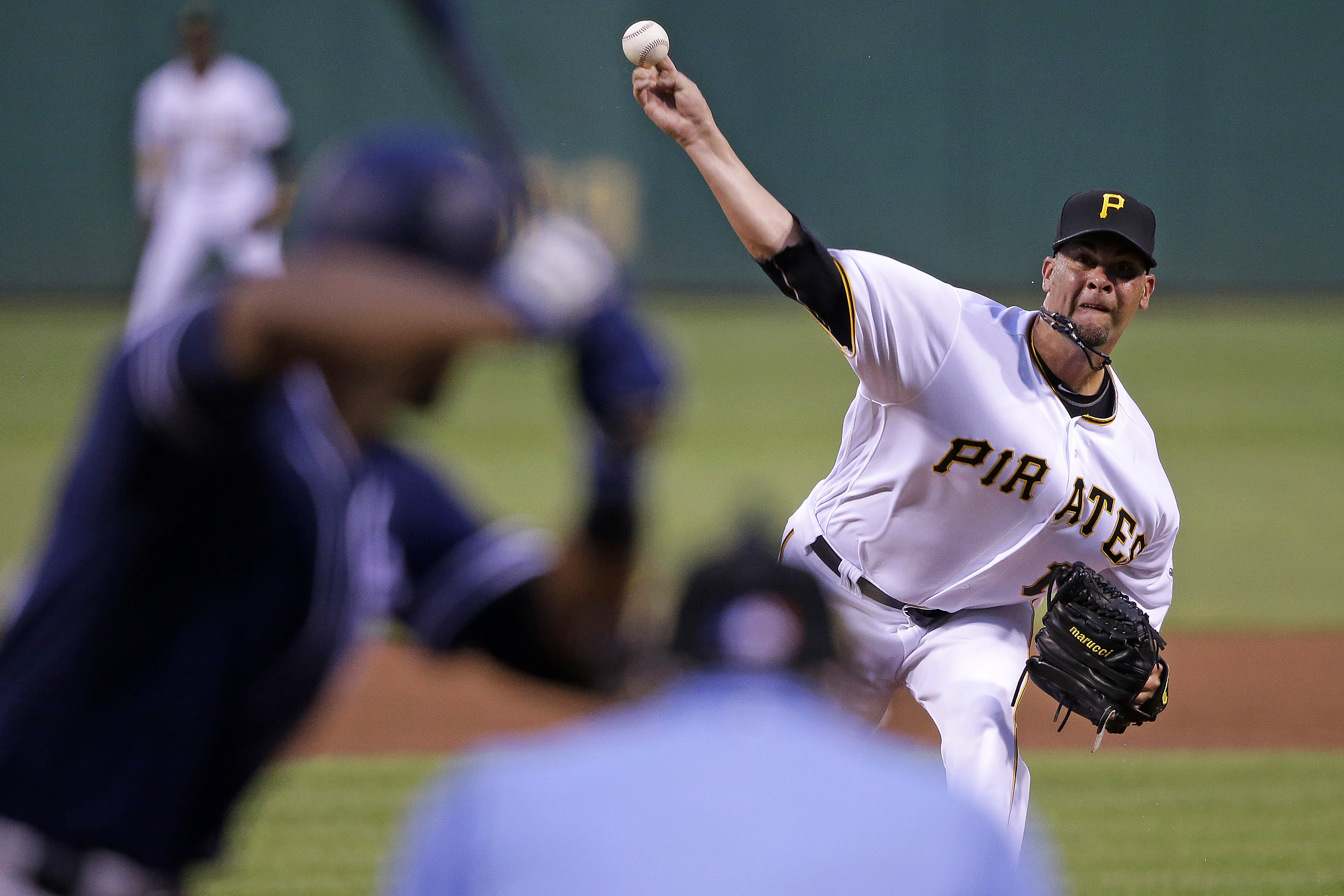 Return to San Francisco emotional for Pirates' Vogelsong