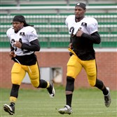 DeAngelo Williams, left, and Le'Veon Bell work out during training camp in Latrobe.