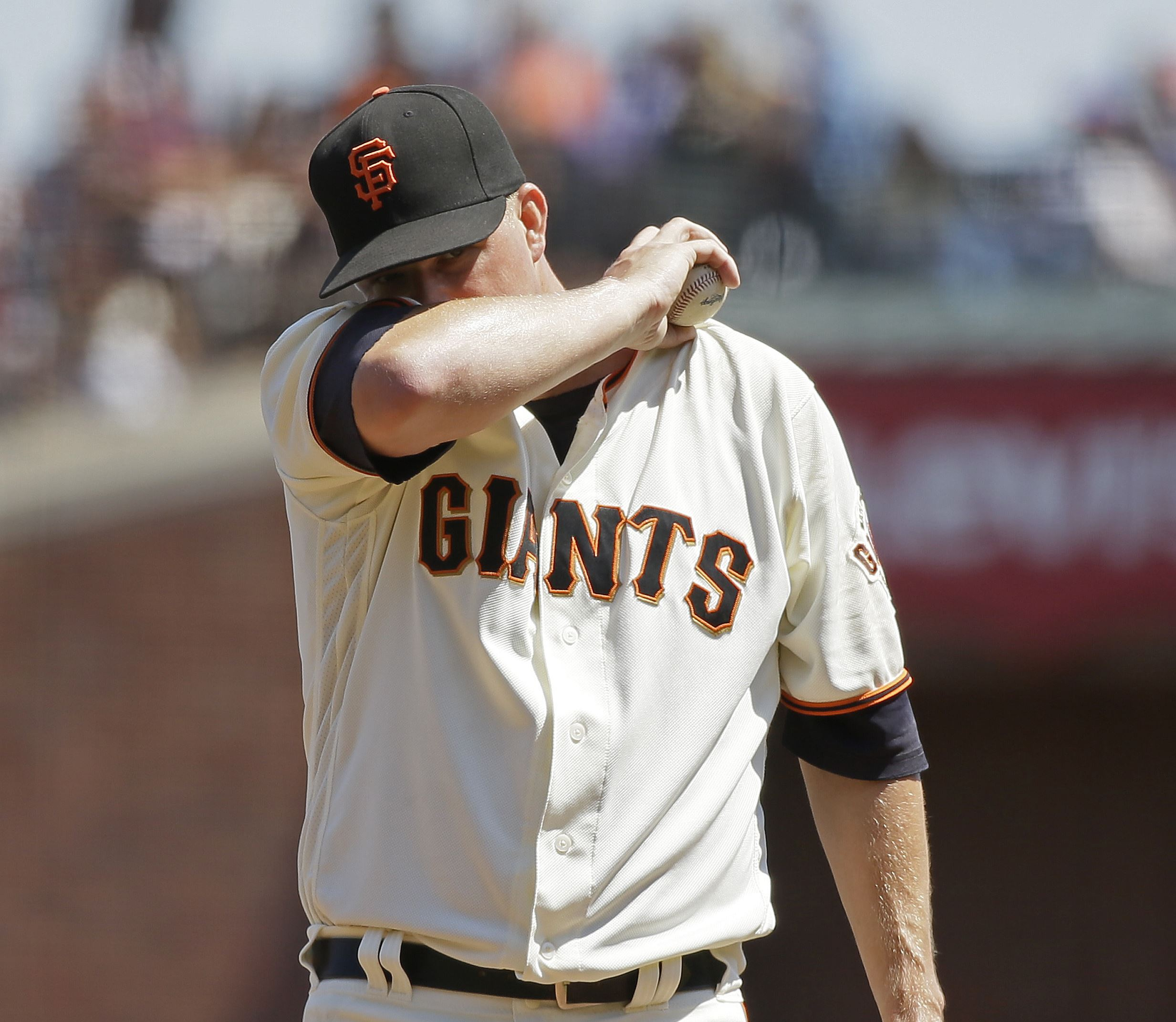 McCutchen's 17th home run caps six-run fifth as Pirates complete sweep of Giants