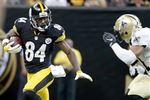 Receiver Antonio Brown carries in the first quarter against the Saints Friday at the Mercedes-Benz Superdome in New Orleans.