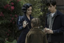 "Miss Peregrine (Eva Green), demonstrates one of her many time-bending talents to Jake (Asa Butterfield) and Fiona (Georgia Pemberton) in ""Miss Peregrine's Home for Peculiar Children.""."