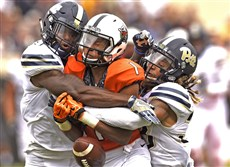 Jordan Whitehead, left, and Ryan Lewis knock a pass away from Oklahoma State's Jalen McCleskey Saturday.