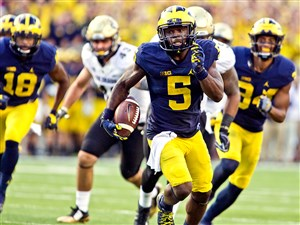 Michigan's Jabrill Peppers (5) is considered one of the top safety prospects available in the 2017 NFL draft. Many analysts have the Steelers making him their first round selection in mock drafts.