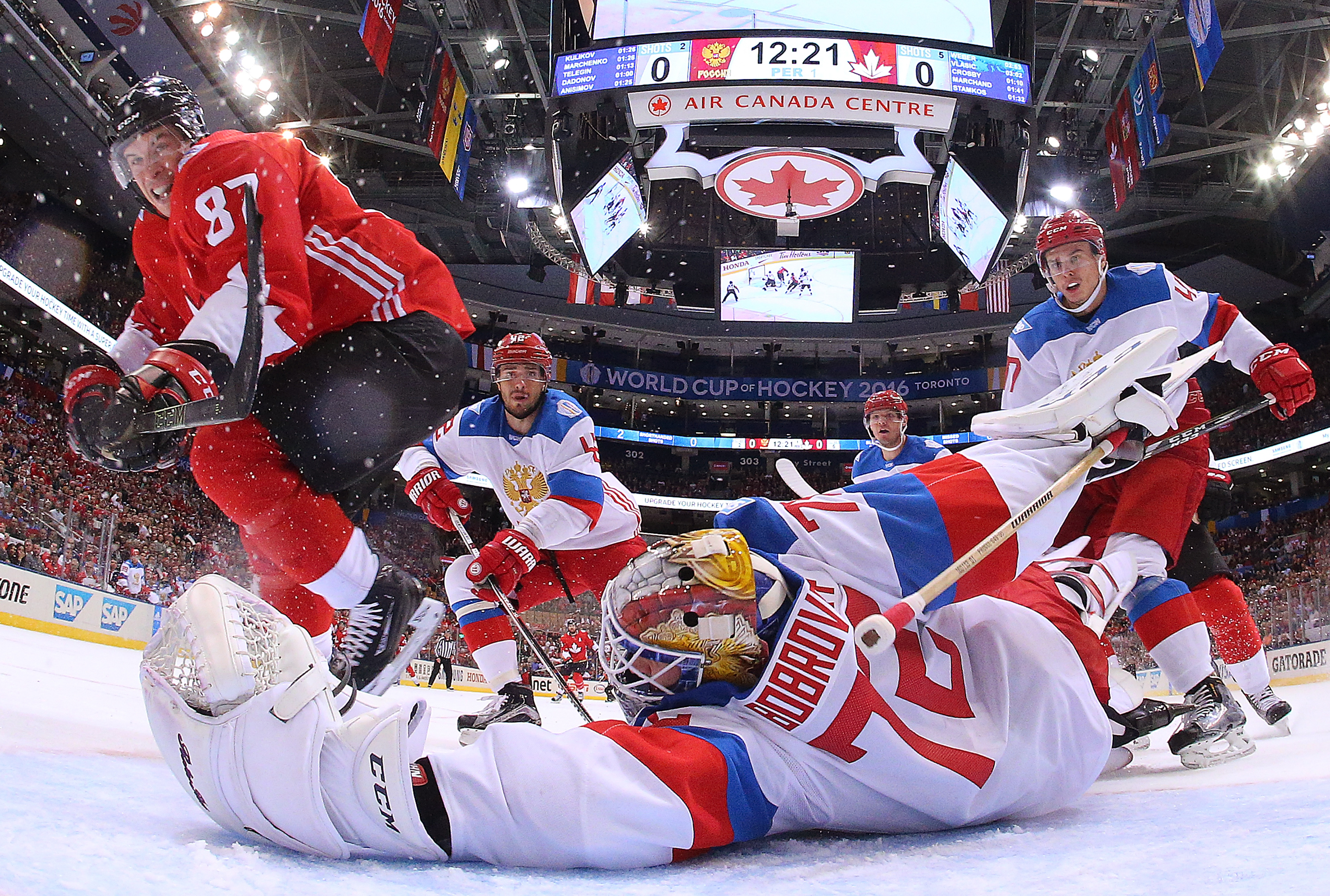Canada beats Russia 5-3, advances to World Cup finals