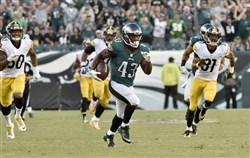 Eagles' Darren Sproles runs for a touchdown against the Steelers in the third quarter Sunday at Lincoln Financial Field.
