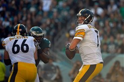 David DeCastro blocks for quarterback Ben Roethlisberger Sunday against the Philadelphia Eagles.