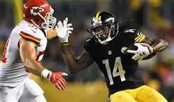 The Steelers' Sammie Coates makes catch against the Chiefs at Heinz Field Sunday.