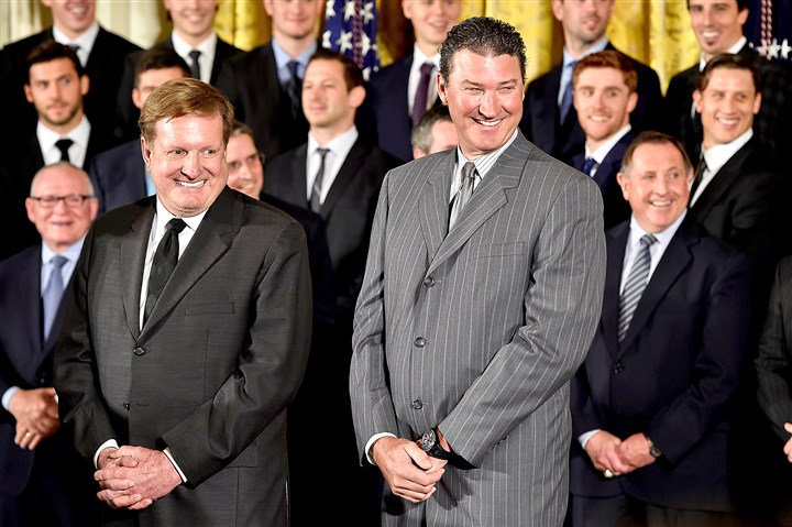 20161006mfwhitehousesports08-5 Ron Burkle and Mario Lemieux laugh as President Barack Obama gives remarks during the team's visit to the White House.
