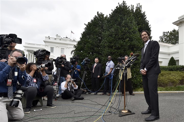 20161006mfwhitehousesports19-2 Penguins' Matt Cullen talks to the media after the team's visit with President Barack Obama at the White House on Thursday.
