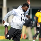 Steelers receiver Eli Rogers stretches Friday at practice.