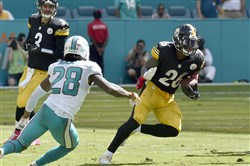Le'Veon Bell runs last weekend against the Dolphins.