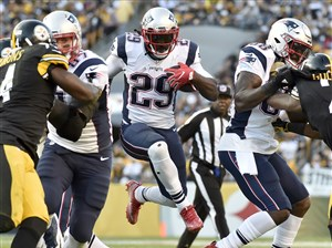 Patriots LeGarrette Blount carries against the Steelers in the second quarter Sunday at Heinz Field.