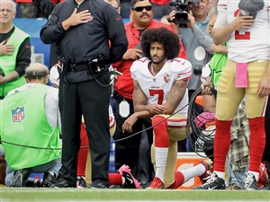 Colin Kaepernick (7) kneels during the national anthem in 2016.
