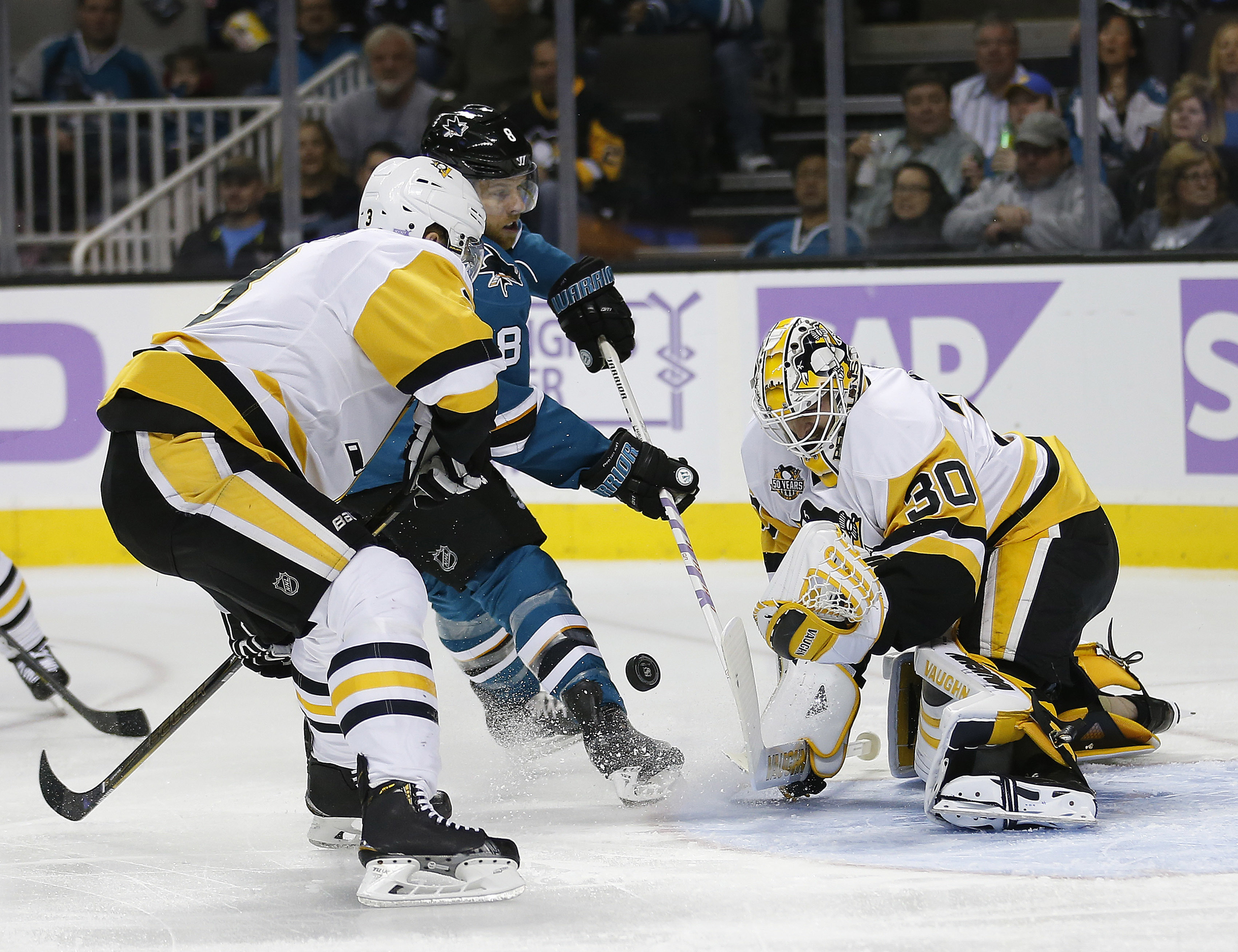 Locked-in Crosby leads Penguins in rout of Sharks