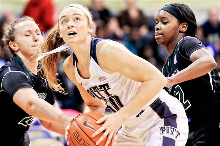 20151113ppWPittBBall2SPTSDSC-7848 Pitt's Brenna Wise battles tight defense from Wagner's Jackie Dluhi, left, and Jordan Peck at the Petersen Events Center in November.