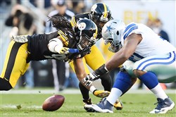 Jarvis Jones tries to grab a fumble earlier this month against the Cowboys.