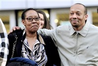 Greg Brown with his mother Darlene after being released from the Allegheny County Jail in 2016.