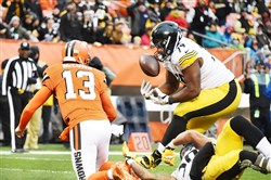 Steelers Javon Hargrave recovers a fumble for a touchdown against the Browns at First Energy Stadium Cleveland Ohio on Sunday.