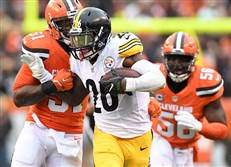 The Steelers' Le'Veon Bell fights off the Browns' Jamie Collins at First Energy Stadium in Cleveland on Sunday.