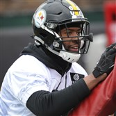 Ladarius Green works on the blocking sled at Steelers practice Thursday. Green's playing time is slowly increasing as the Steelers head into their December playoff push.