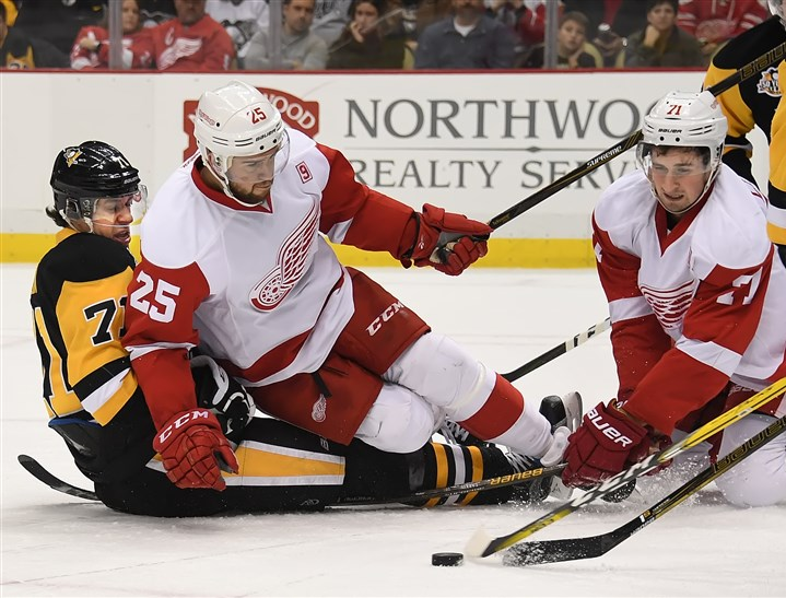 Penguins battle back, defeat Red Wings 5-3