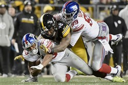 Giants running back Rashad Jennings, left, was never a factor Sunday at Heinz Field.