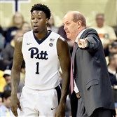 Kevin Stallings, right, has a few words for Jamel Artis during a break in play against Buffalo Wednesday night at Petersen Events Center.