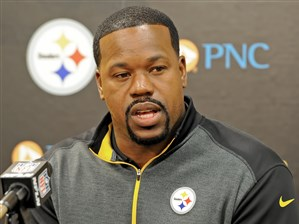 Steelers outside linebackers coach Joey Porter