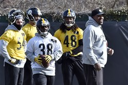 Steelers outside linebackers coach Joey Porter, right, flashes a smile during practice Friday on the South Side.