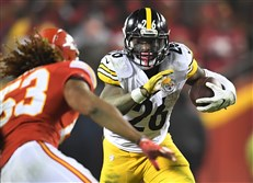The Steelers' Le'Veon Bell picks up yardage against the Chiefs at Arrowhead Stadium in Kansas City last week.