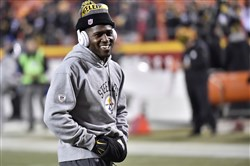Steelers wide receiver Antonio Brown warming up before playing the Kansas City Chiefs Sunday at Arrowhead Stadium in Kansas City, Mo.