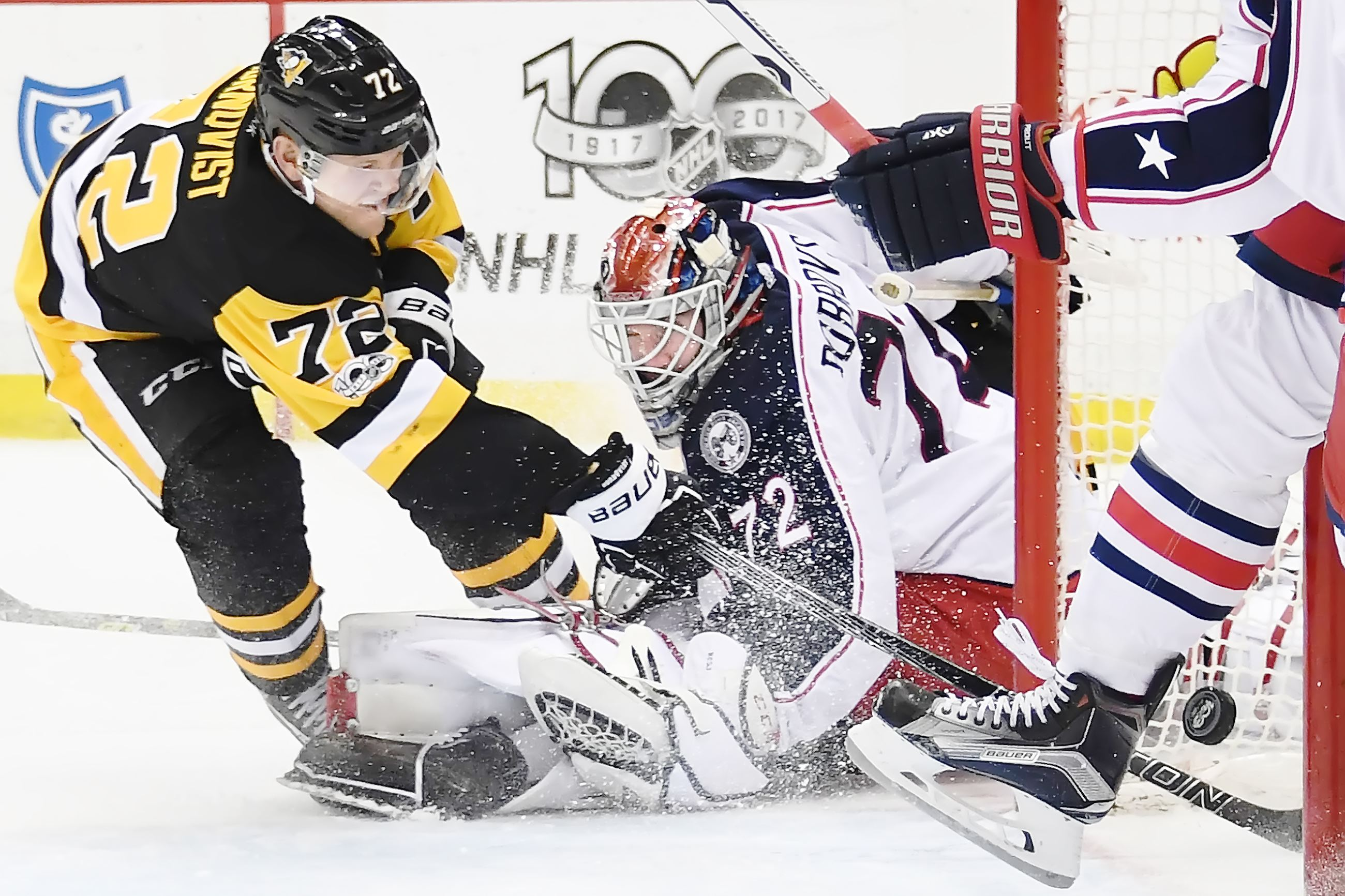 Veteran goalies take center stage for Rangers, Penguins