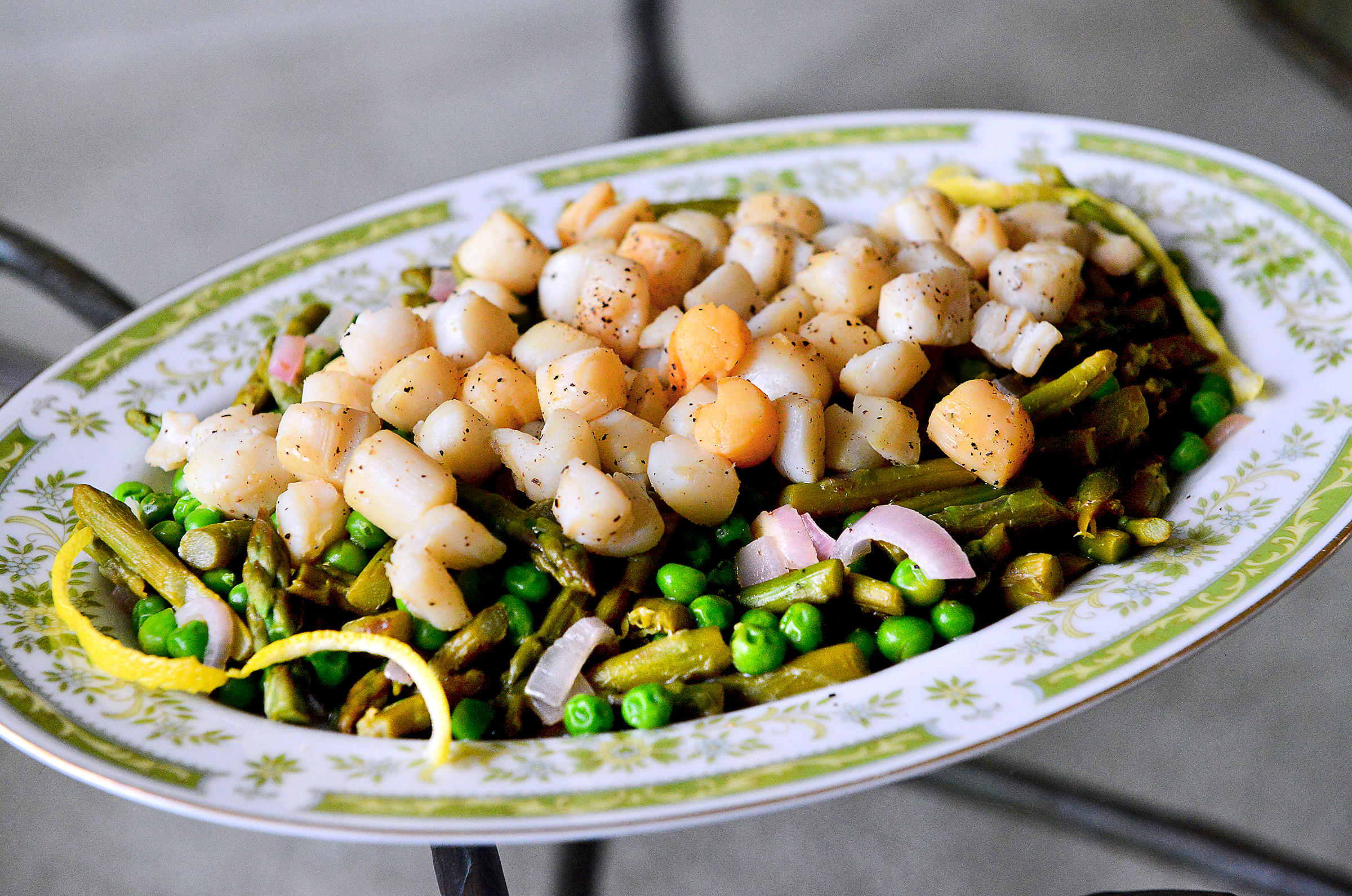 20170215lf-Seafood01 Flash cook scallops on both sides and serve them with shallots, peas, asparagus and a white wine-lemony sauce.