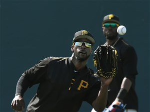 Andrew McCutchen makes a catch Friday during workouts in Bradenton, Fla.