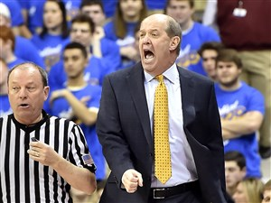 Pitt head coach Kevin Stallings reacts to a play against Florida State in the first half Saturday at Petersen Events Center.