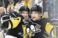 Conor Sheary celebrates with Sidney Crosby