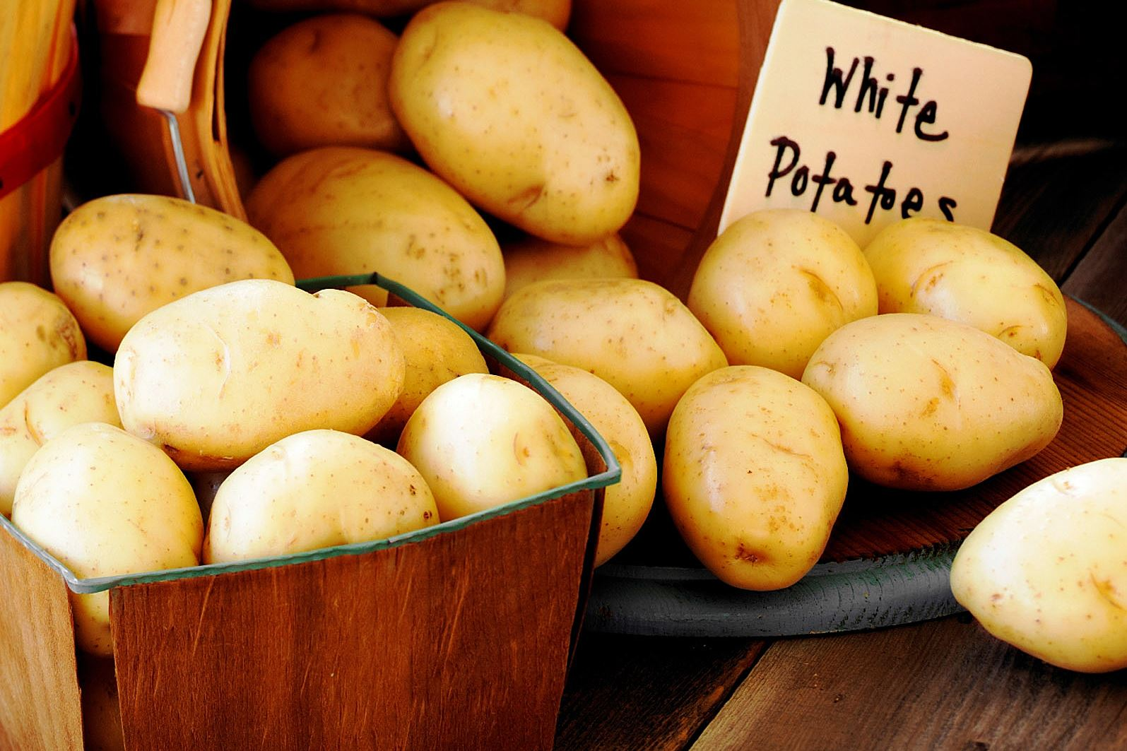 white potatoes-5 White potatoes come with a white or tan skin and are small to medium in size.