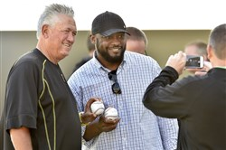Pirates manager Clint Hurdle and Steelers coach Mike Tomlin pose for a photo Friday at LECOM Park in Bradenton, Fla.