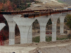 This 1999 file photo shows construction of the Mon-Fayette Expressway in Carroll, Washington County.