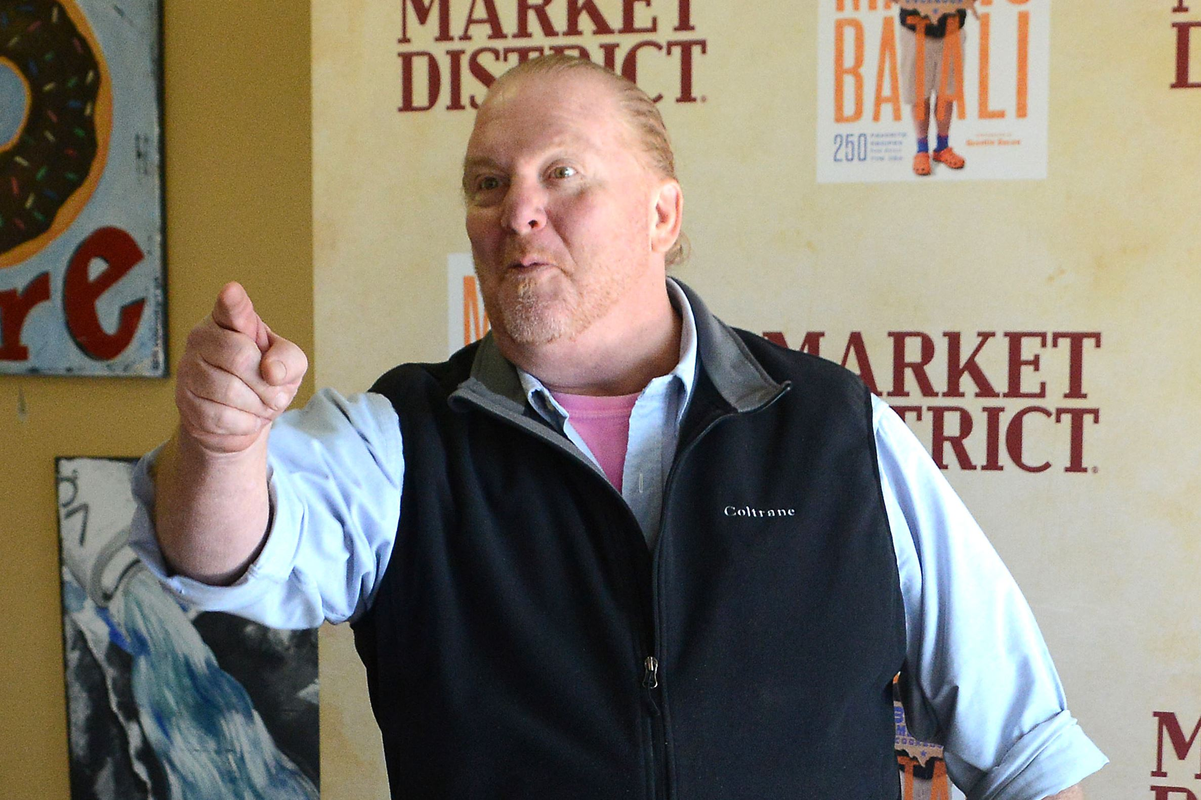 20170408lf-Chef05-1 Mario Batali arrived at the Giant Eagle Market District in Robinson in his signature outfit: a black vest over a shirt with rolled-up sleeves, Bermuda shorts, blue socks and orange Crocs.