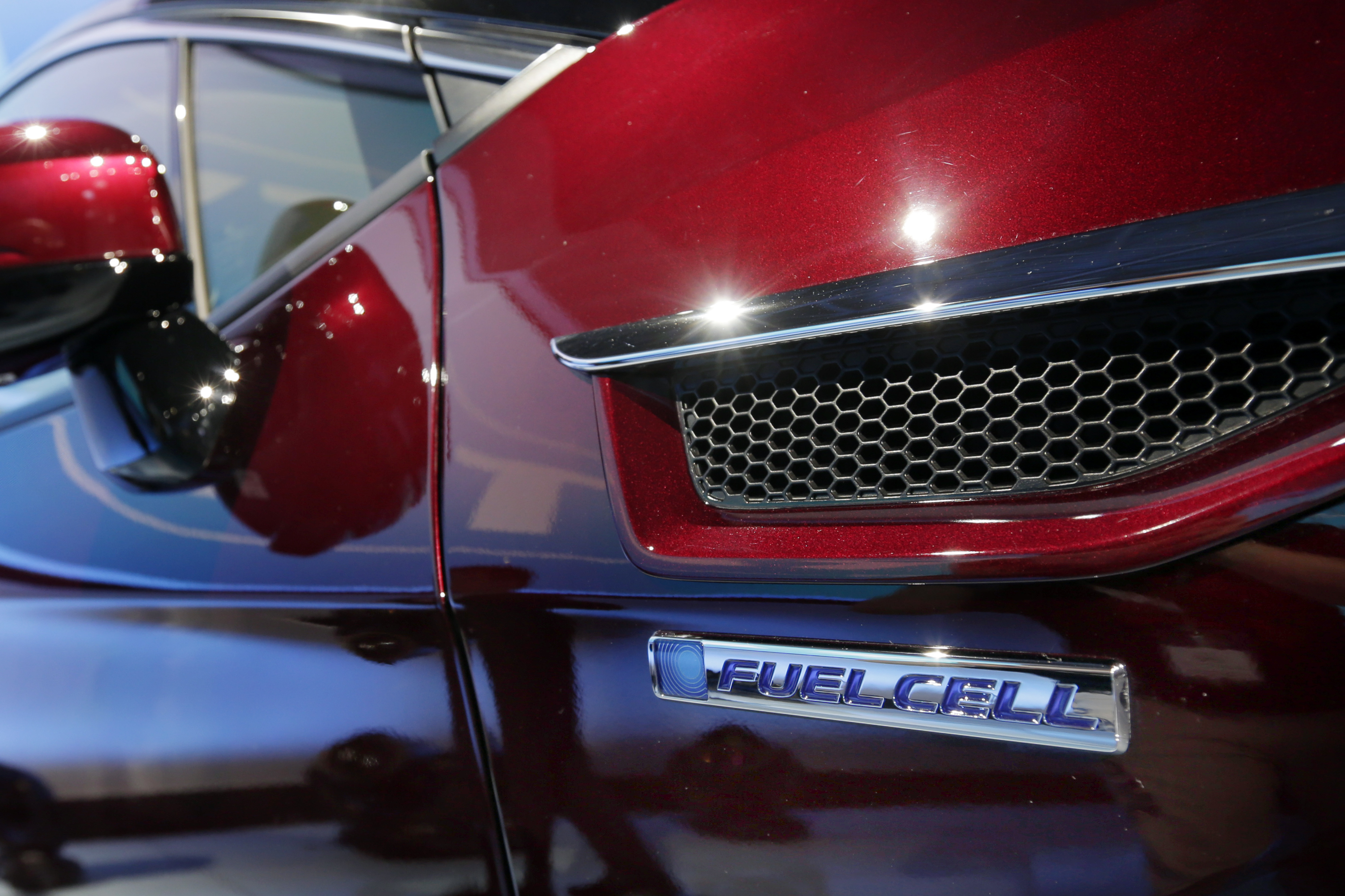 Auto Show Honda-1 The fuel cell logo adorns the fender of the Honda Clarity at a media preview at the New York International Auto Show, at the Jacob Javits Center in New York, Wednesday, April 12, 2017. (AP Photo/Richard Drew)