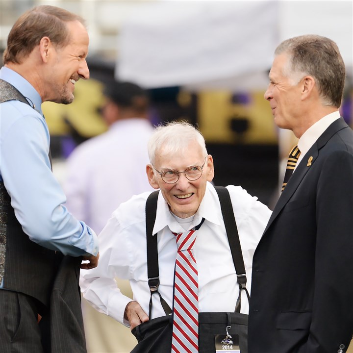 9sq00kiz-7 Dan Rooney, center, and son Art Rooney II, right, joke with ex-Steelers coach Bill Cowher at M&T Bank Stadium in Baltimore.