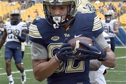 Pitt's Rafael Araujo-Lopes pulls in a pass for a two-point conversion during the Blue-Gold game Saturday at Heinz Field.